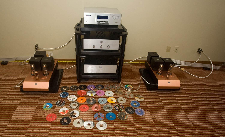 Audio NoteGaku-On, Audio NoteM9, EMM LabsXDS1, Harmonic Resolution SystemsSXR, NordostOdin