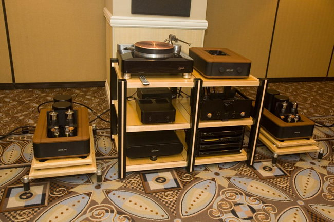 Absolare electronics and Kodo turntable